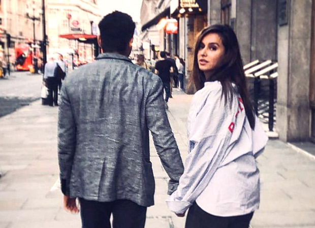 Shibani Dandekar shares a mysterious picture and fuels up further rumours about her dating Farhan Akhtar