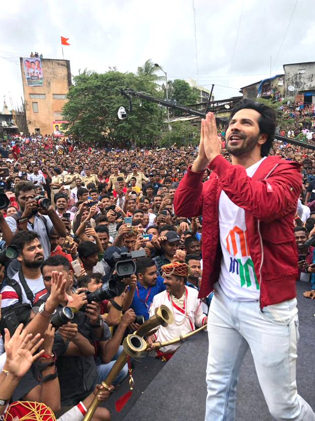 WATCH: Varun Dhawan creates frenzy with 'Tan Tana Tan' dance at dahi handi celebration in Mumbai