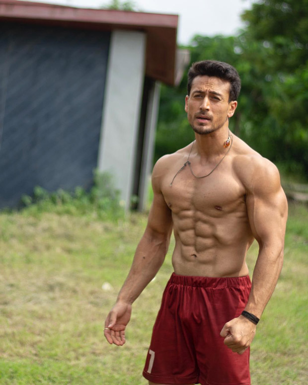 WHOA! Tiger Shroff flaunts his RIPPED ABS after completing climax shoot of Student Of The Year 2
