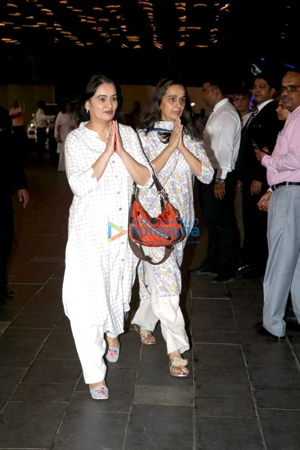 Celebs attend the prayer meet of late Krishna Raj Kapoor at Sahara Star hotel-01 (19)