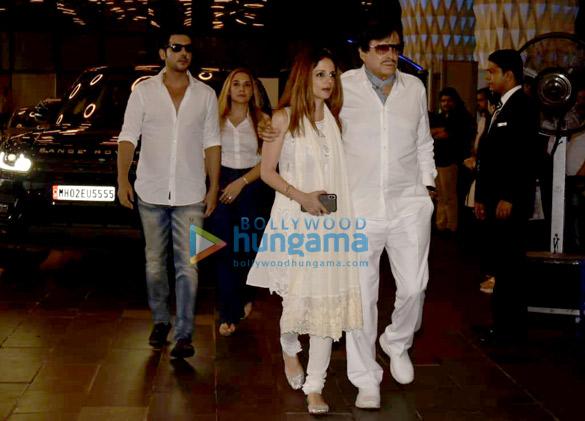 Celebs attend the prayer meet of late Krishna Raj Kapoor at Sahara Star hotel-01 (3)