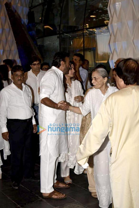 Celebs attend the prayer meet of late Krishna Raj Kapoor at Sahara Star hotel-01 (5)