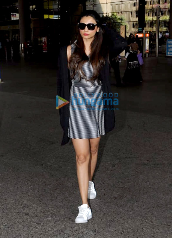 Deepika Padukone, Ranbir Kapoor, Sunny Leone and others snapped at the airport 005 (1)