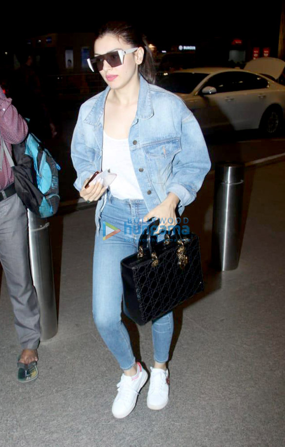 Deepika Padukone, Ranbir Kapoor, Sunny Leone and others snapped at the airport-0122