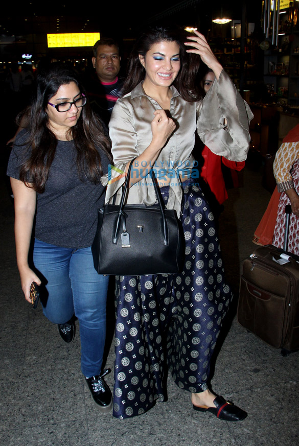 Deepika Padukone, Ranbir Kapoor, Sunny Leone and others snapped at the airport6 (3)