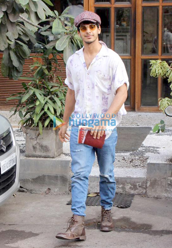 Ishaan Khatter spotted at a cafe in Bandra (3)