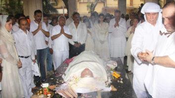 Krishna Raj Kapoor Funeral Amitabh Bachchan, Kareena Kapoor Khan, Randhir Kapoor Part 1