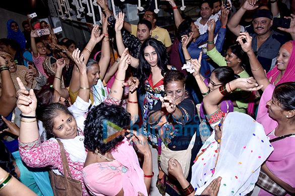 Neha Bhasin graces the Harley Davidson Bike Rally and screening of 'Badhaai Ho' hosts by Carnival Cinemas (4)