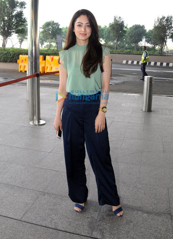 Richa Chadda, Sandeepa Dhar and others snapped at the airport 06