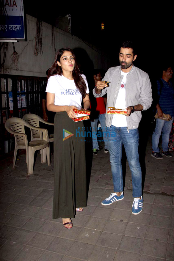 Varun Mitra and Rhea Chakraborty spotted at Vishesh Flims' office promoting their film Jalebi (1)