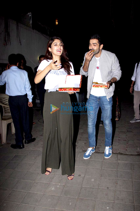 Varun Mitra and Rhea Chakraborty spotted at Vishesh Flims' office promoting their film Jalebi (3)
