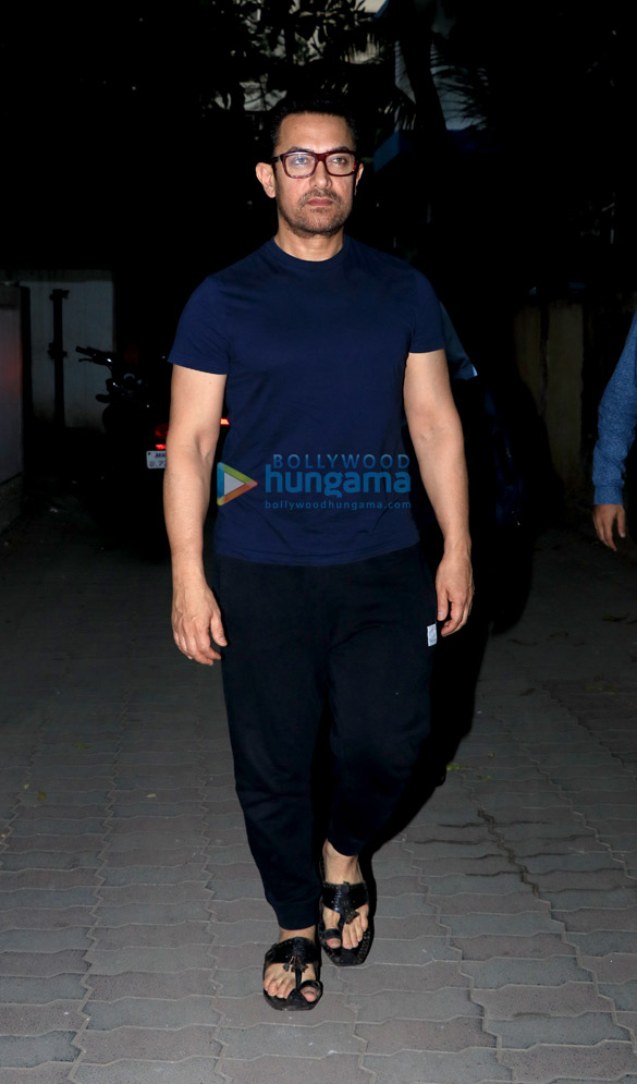 Aamir Khan spotted in Juhu (2)