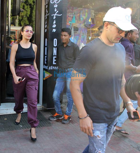 Amrita Arora snapped with husband at Bastian (4)