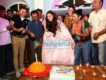 Athiya Shetty celebrating her birthday with the cast & crew of 'Motichoor Chaknachoor' in Bhopal