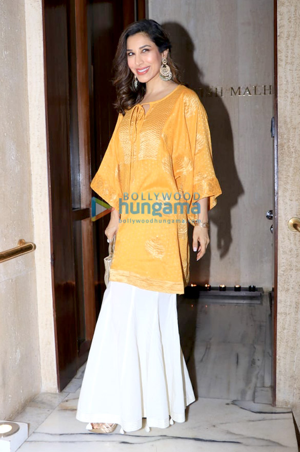 Celebs grace Manish Malhotra's house party (6)