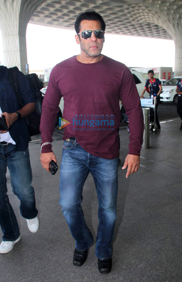 Ranveer Singh, Deepika Padukone, Parineeti Chopra and others snapped at the airport