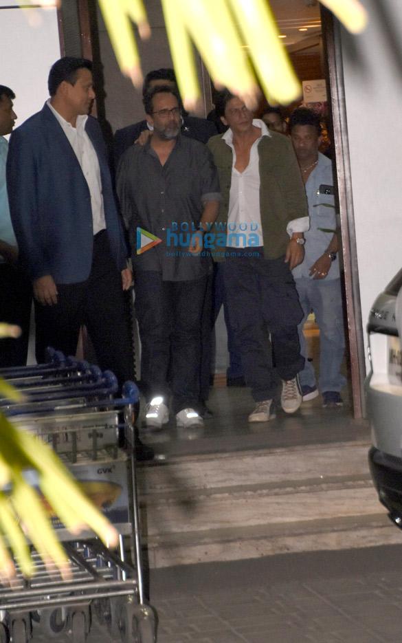 Shah Rukh Khan, Kareena Kapoor Khan, Amitabh Bachchan and others snapped at the airport (9)