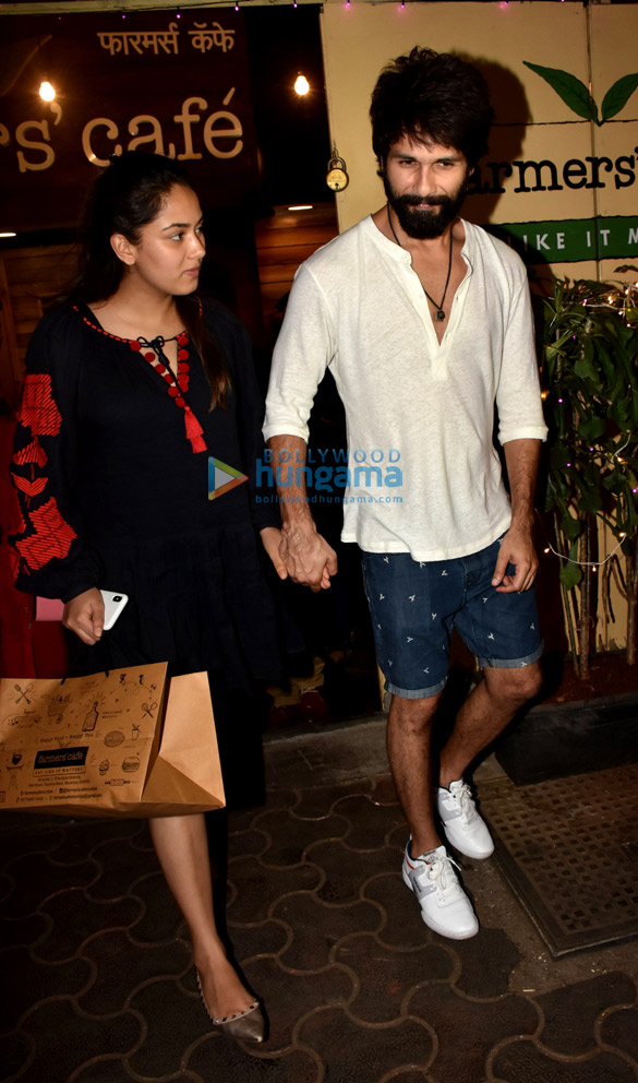 Shahid Kapoor and Mira Rajput spotted at Farmers' Cafe in Bandra (1)