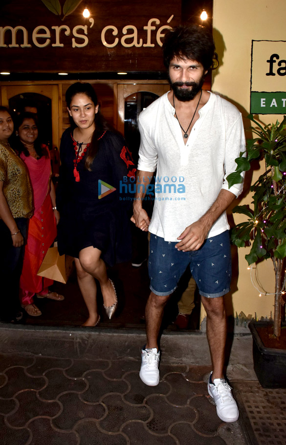 Shahid Kapoor and Mira Rajput spotted at Farmers' Cafe in Bandra (2)