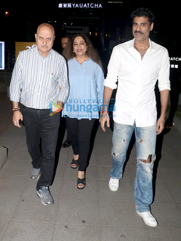 Sonal Chauhan and Anupam Kher spotted at Yauatcha in BKC (2)