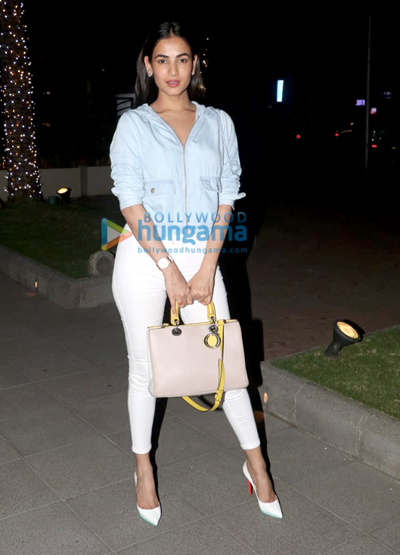 Sonal Chauhan and Anupam Kher spotted at Yauatcha in BKC (6)