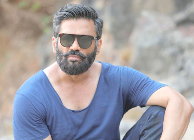 Suniel Shetty gets injured whilst playing cricket