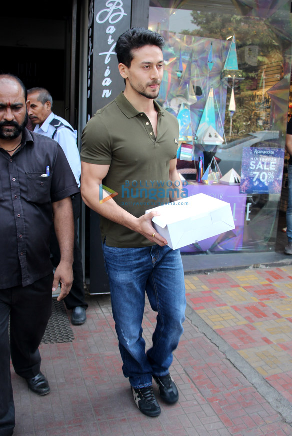 Tiger Shroff and Disha Patani spotted at Bastian in Bandra (5)