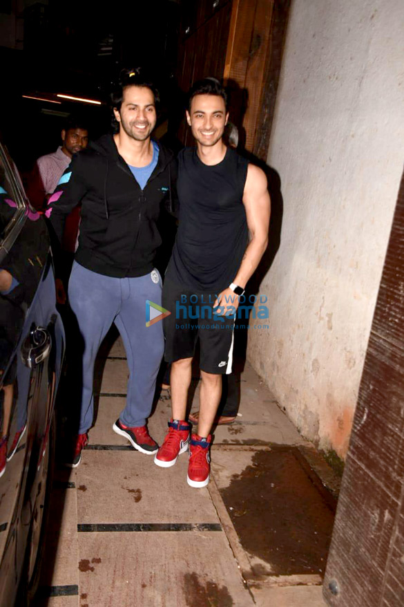 Varun Dhawan and Aayush Sharma snapped in Mumbai (3)