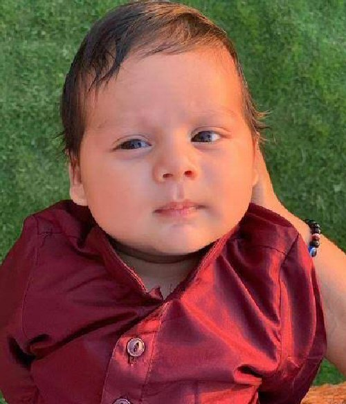 Zain Kapoor's FIRST pic out Mira and Shahid Kapoor treat us with their baby's look this Diwali