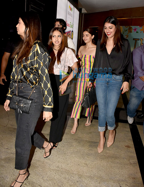 Alia Bhatt spotted with her friends at TYGR, at Palladium in Lower Parel (2)