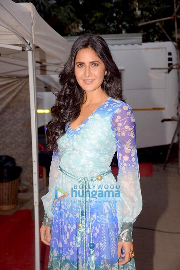 Anushka Sharma and Katrina Kaif snapped promoting Zero in Bandra (6)