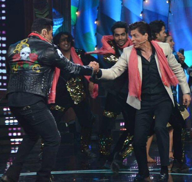 Bigg Boss 12: Salman Khan and Shah Rukh Khan's BROMANCE makes up for a dhamakedaar Weekend Ka Vaar