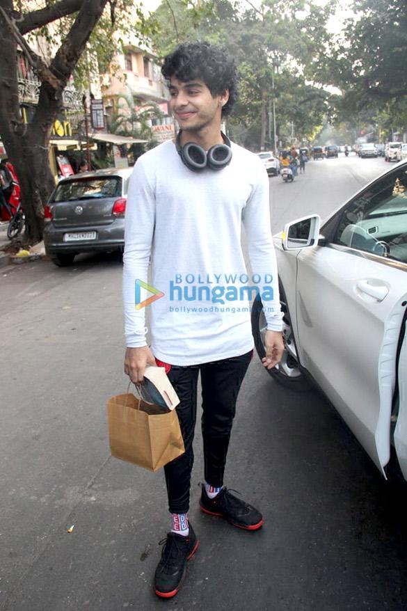 Ishaan Khatter spotted at Bastian in Bandra (4)