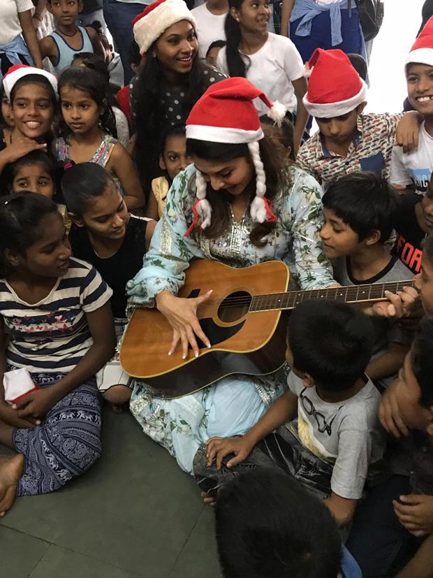 Jacqueline Fernandez dances and spreads Christmas joy with the kids