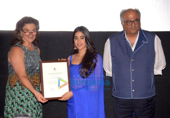 Janhvi Kapoor in Arpita Mehta (5)