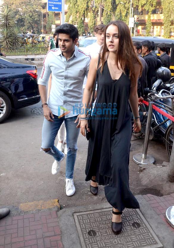 Khushi Kapoor, Bhagyashree's son Abhimanyu Dassani and Sunny Deol's son Karan Deol spotted at Bastian (5)