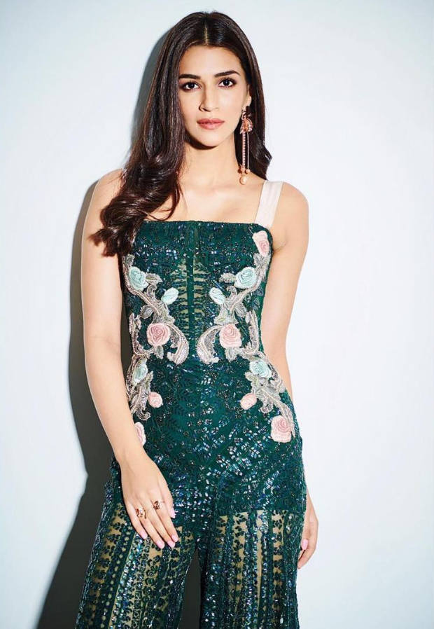Kriti Sanon in Monisha Jaising for Salman Khan's birthday bash (1)