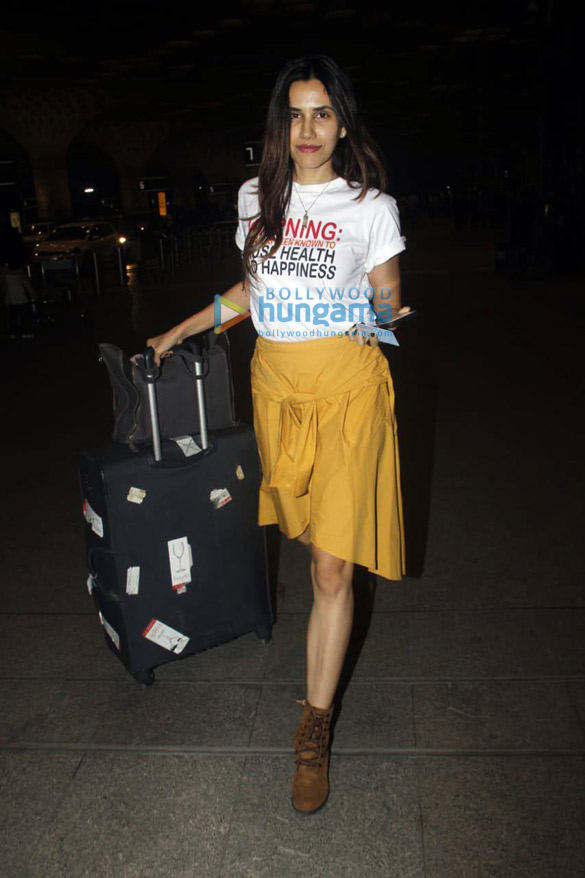 Mouni Roy, Sophie Choudry, Mahima Choudhary and others snapped at the airport6 (4)