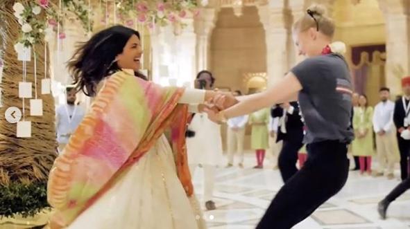 Priyanka Chopra teaches Sophie Turner a folk dance and we are in AWE (see pic)