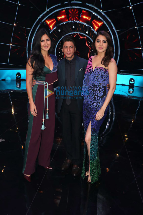 Shah Rukh Khan, Katrina Kaif and Anushka Sharma snapped on Indian Idol sets for Zero promotions1 (10)