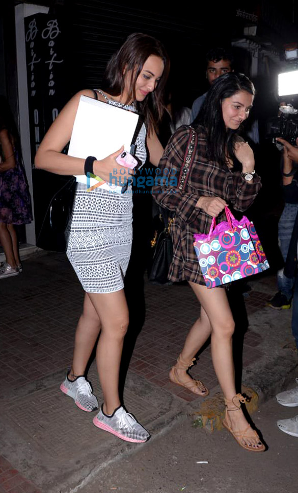 Sonakshi Sinha and Aditi Rao Hydari spotted at Bastian in Bandra (5)