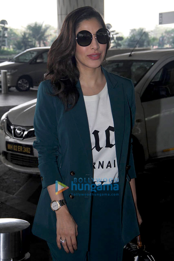 Sonali Bendre, Goldie Behl and Sophie Choudry snapped at the airport (1)