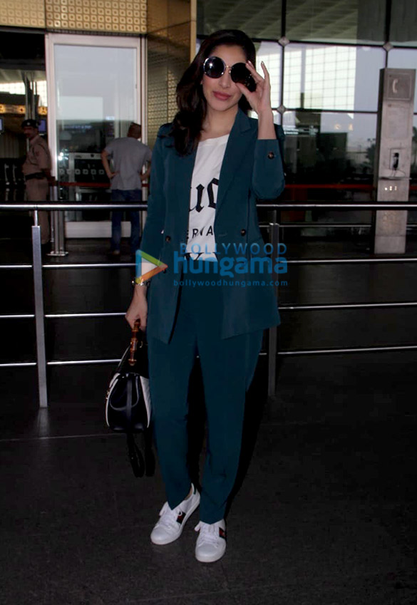 Sonali Bendre, Goldie Behl and Sophie Choudry snapped at the airport (2)