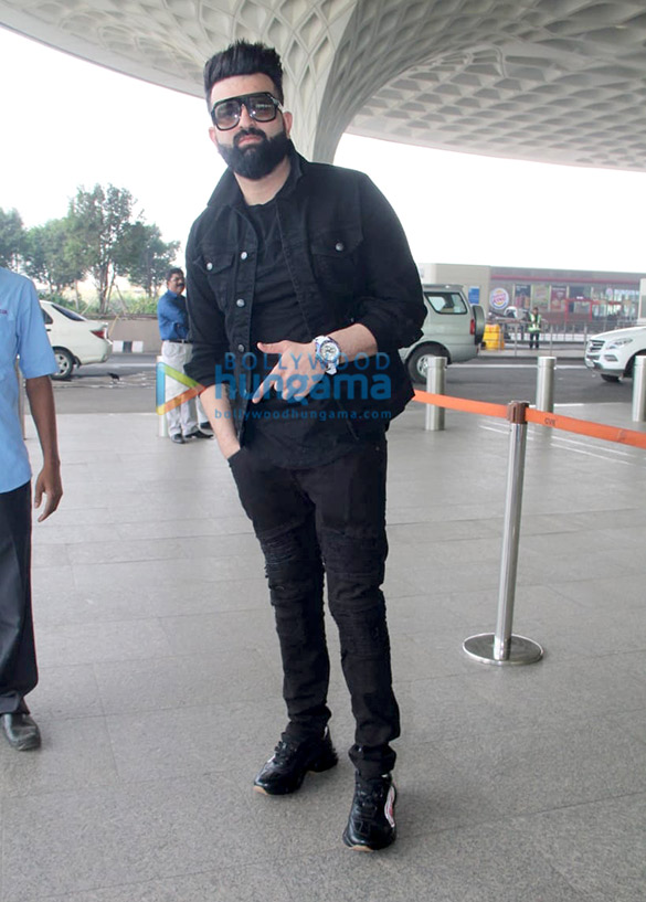 Sonali Bendre, Goldie Behl and Sophie Choudry snapped at the airport1