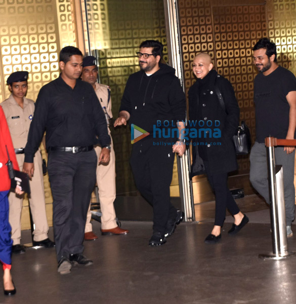 Sonali Bendre and Goldie Behl snapped at the airport (1)