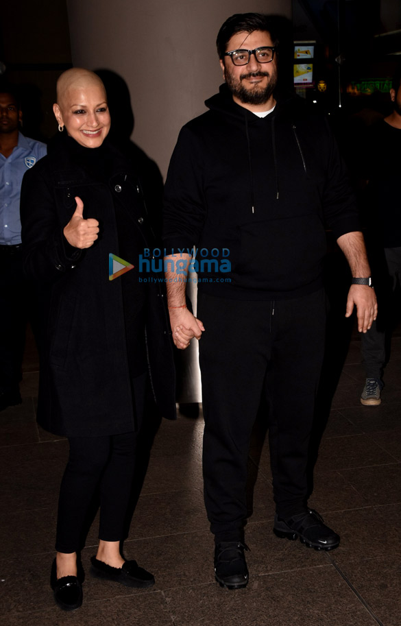 Sonali Bendre and Goldie Behl snapped at the airport (3)