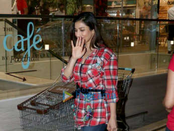 Sophie Choudry snapped at Foodhall centre, Bandra