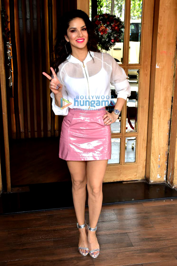 Sunny Leone spotted at Hoot, Juhu for a photoshoot