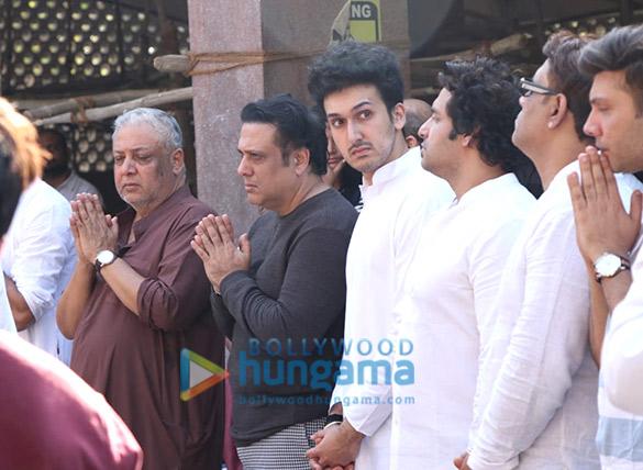 Celebs attend the last rites ceremony of Govinda's nephew Dumpy (2)