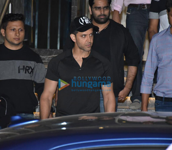 Hrithik Roshan spotted at gym in Juhu (2)
